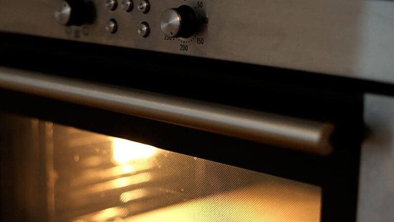 Clean the Oven for Bond Cleaning